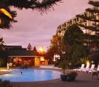Distinction Rotorua Hotel swimmin pool