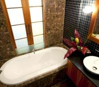 Executive Deluxe Bathroom
