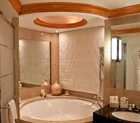 Amerian Executive Hotel Bathroom