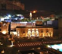 Raas Hotel - Night View