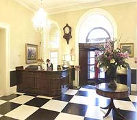 Mercure Queens - lobby and reception