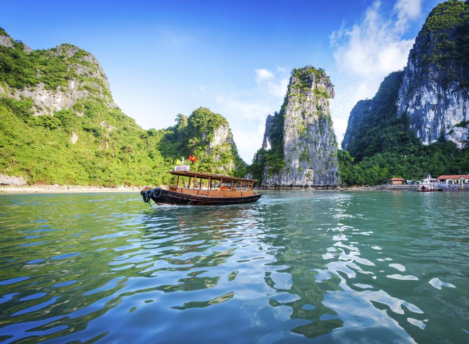 Vietnam Tours 2017-2018 Cruising through Halong Bay.