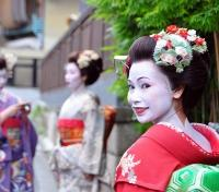 Cherry Blossom Season in Japan Tours 2020 - 2021 -  Geisha