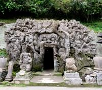 Singapore & Indonesia Elite Tours 2019 - 2020 -  Entrance to the Elephant Cave