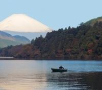 Cherry Blossom Season in Japan Tours 2020 - 2021 -  Lake Ashinoko