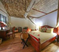 Bwindi Tours 2017 - 2018 - Honeymoon Suite